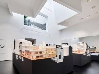 11-ausstellungsansicht-together-die-neue-architektur-der-gemeinschaft-foto-mark-niedermann